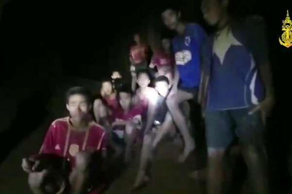 奇蹟!奇蹟!奇蹟!泰國青少年足球隊地下洞穴探險 失蹤9天後全員平安獲救