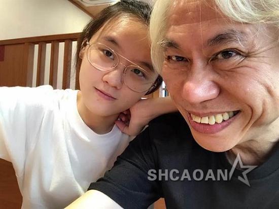 李坤城被爆劈腿小20岁女友 当年原要追林靖恩的姐姐未果