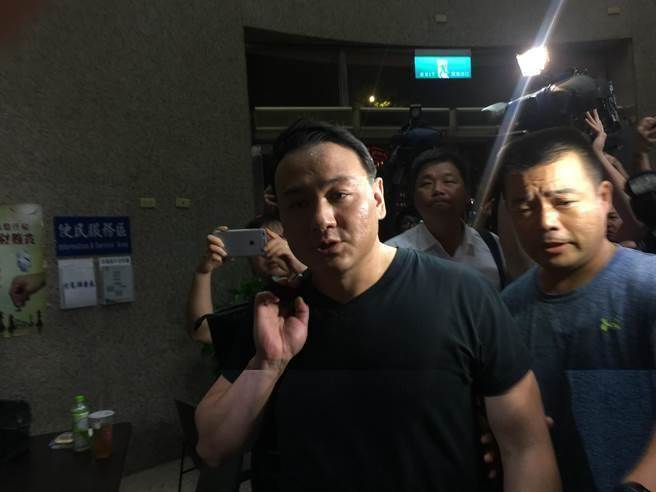 白狼」兒子率團密會日本黑幫 刑事局證實