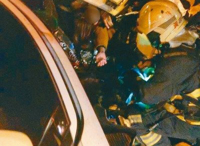 酒駕把車撞爛 她骨折保住一命