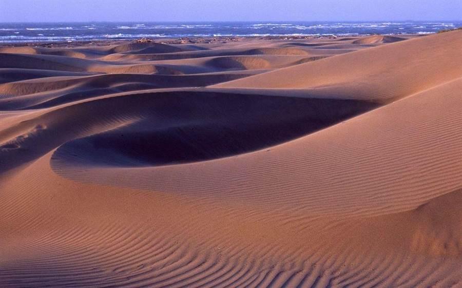 台版撒哈拉沙漠!抓準日落賞沙洲最美