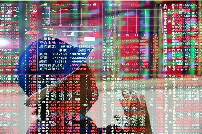 美股報復性反彈 台股大漲200點站上9700