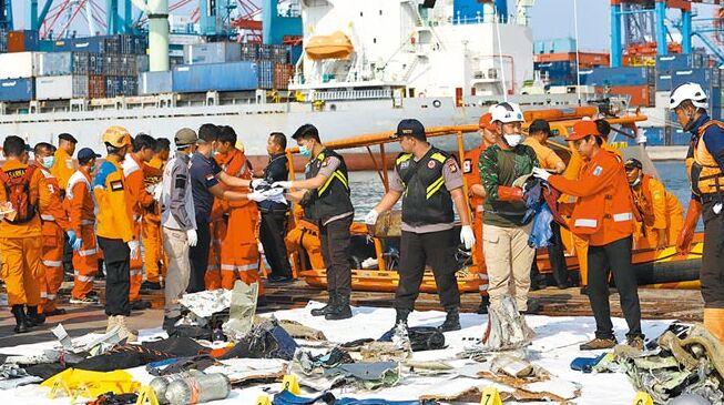 印尼獅航客機墜海 189人全罹難