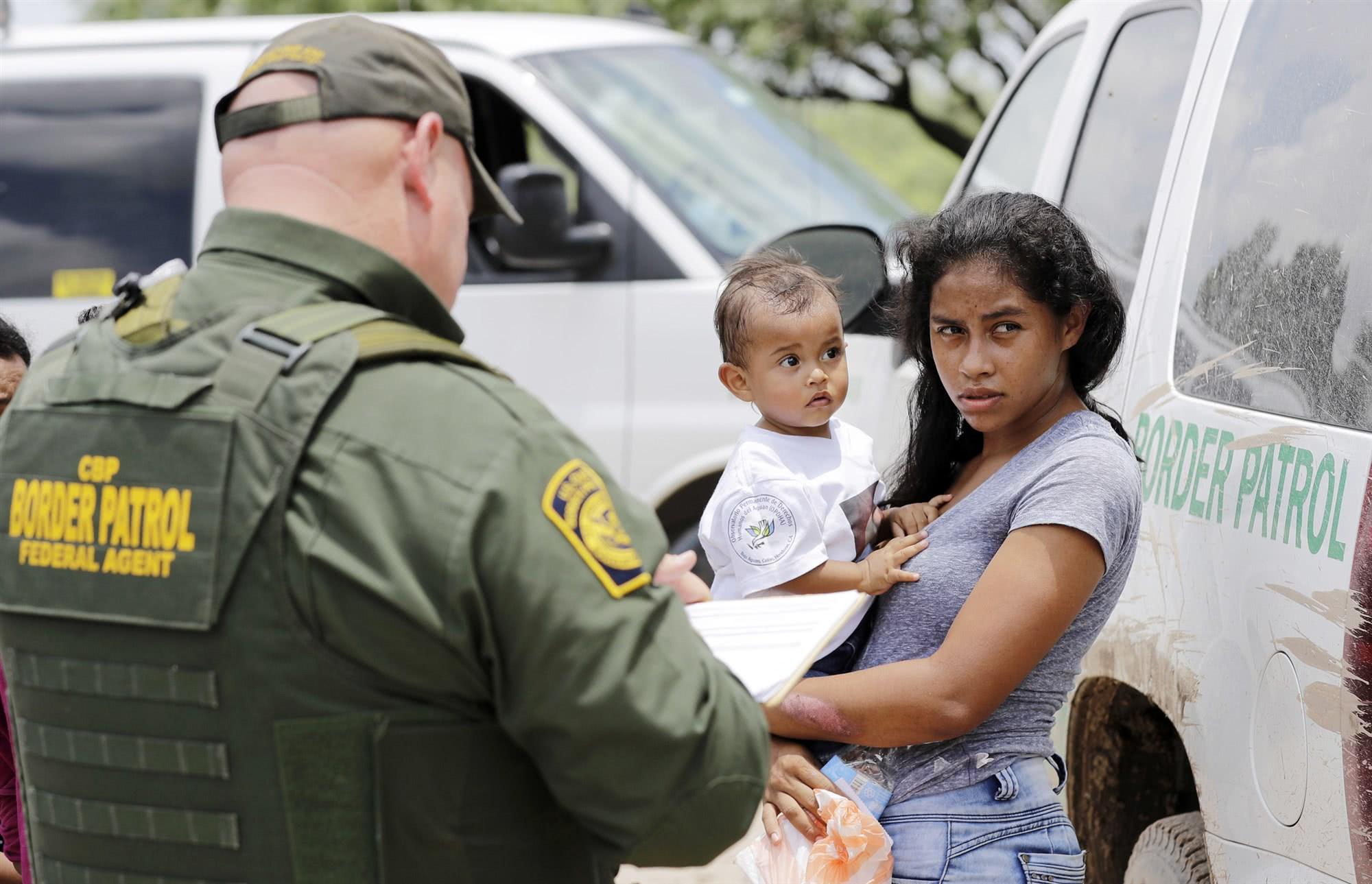 川普剥夺移民庇护权:只有驱逐出境才能家庭团聚