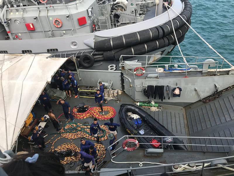 """泰海军开始打捞""""凤凰""""号 事故已致42人遇难14人失踪"""